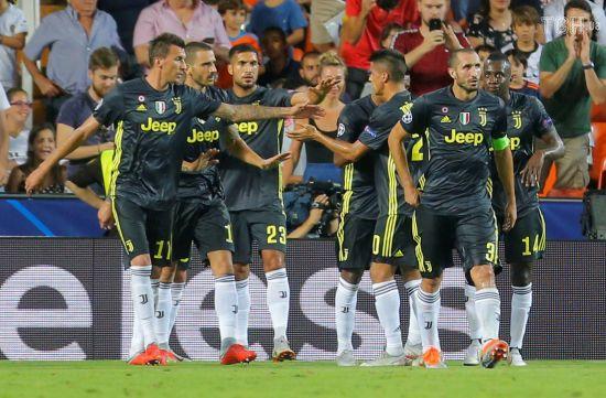 """""""Ювентус"""" вдесятьох розібрався на виїзді з """"Валенсією"""", Роналду отримав вилучення"""