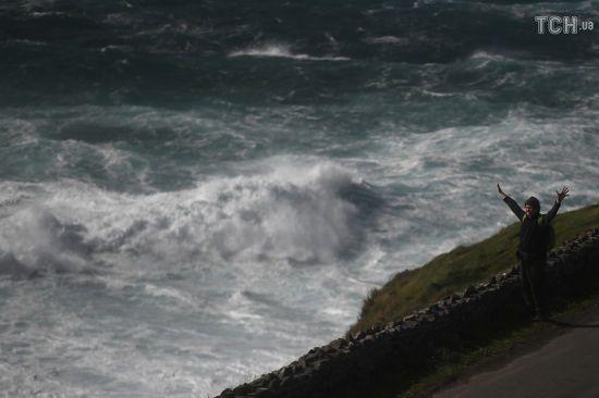 """Велику Британію та Ірландію накрив потужний шторм """"Удар Алі"""": є загиблі"""