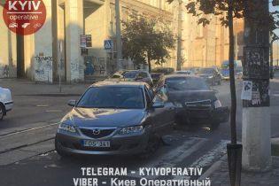 В Киеве на Подоле авария заблокировала движение трамваев