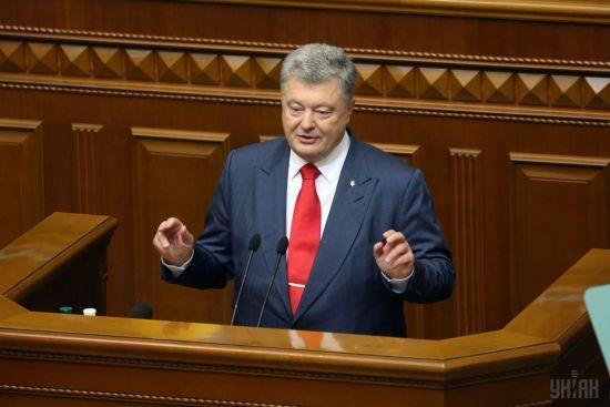 Залізну завісу на кордоні не ставитимуть: Порошенко закликав роботодавців збільшувати зарплати українцям