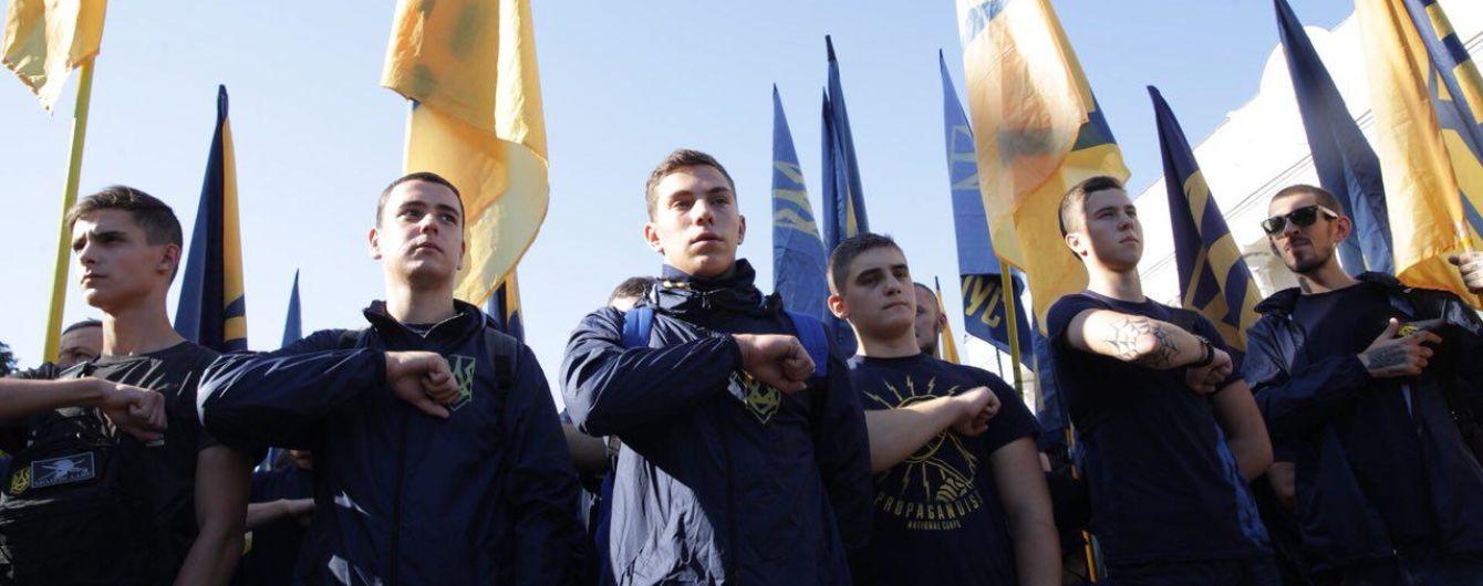 """Под парламентом члены """"Нацкорпуса"""" пытались прорвать кордон полиции"""