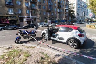 В центре Киева легковушка протаранила полицейского-мотоциклиста