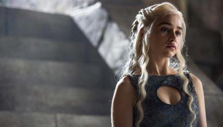 """Зірка """"Гри престолів"""" Емілія Кларк набила на собі трьох драконів"""
