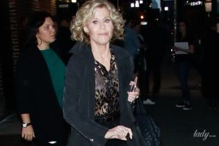 Засвітила білизну: 80-річна Джейн Фонда в прозорій блузці вийшла до папараці
