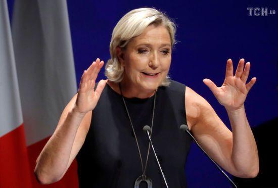 Французький суд відправив Марін Ле Пен на психіатричну експертизу