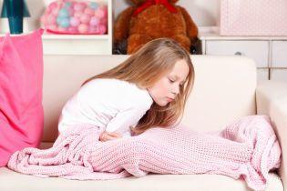 Дитина скаржиться на біль у животі: що робити