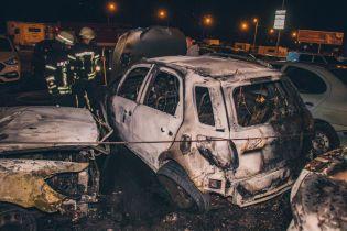 У Києві вночі невідомі підпалили автомобілі на стоянці