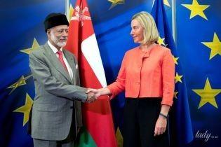 У кораловому жакеті і з червоним манікюром: яскравий образ глави дипломатії ЄС Федеріки Могеріні