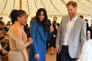 С мамой и мужем: герцогиня Сассекская Меган в красивом пальто провела благотворительный обед