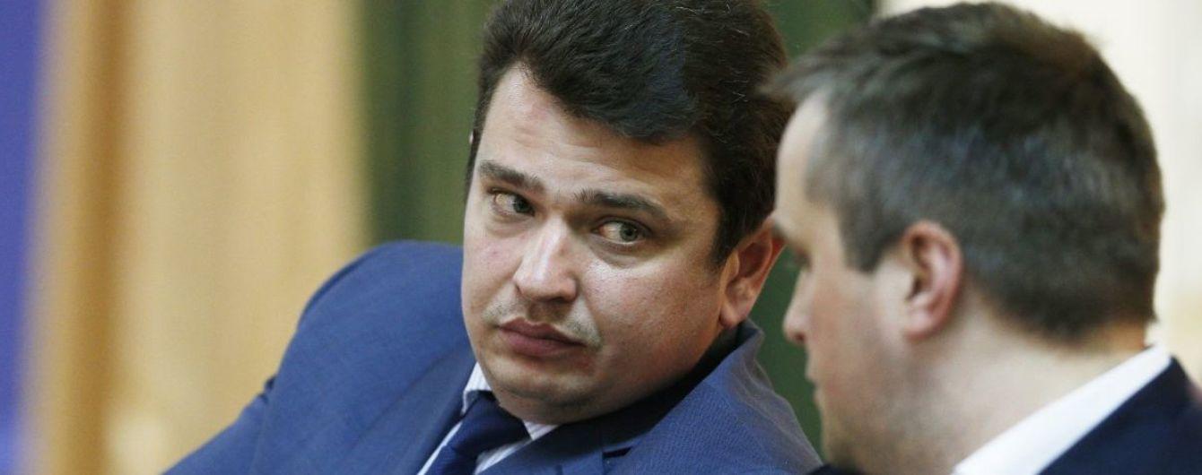 НАБУ заявило про затримання трьох осіб після обшуку офісу сина Авакова