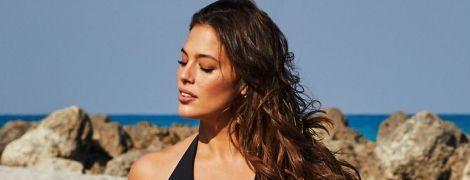 Отдыхает на Сицилии: Эшли Грэм показала поклонникам, как сексуально ныряет в море