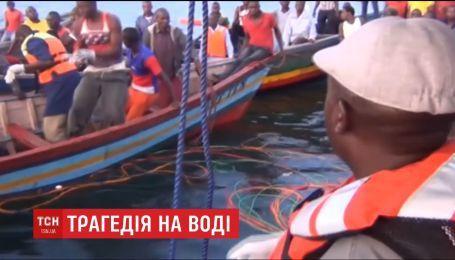 В Танзании на озере Виктория перевернулся паром с людей на борту