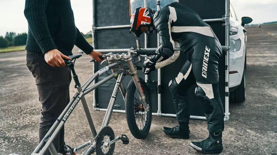 Porsche Cayenne Turbo, велосипедист