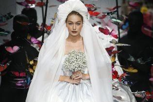 Ей идет: Джиджи Хадид вышла на подиум в образе невесты