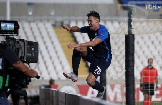 Відео дня. Футболіст упав у яму, святкуючи гол у Лізі Європи