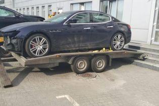 На таможне задержали Maserati по цене в 9,5 тысячи долларов