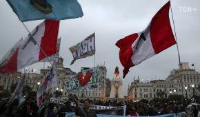 """У Перу на місцевих виборах балотується """"кандидат від народу"""" Гітлер. Йому намагається завадити Ленін"""
