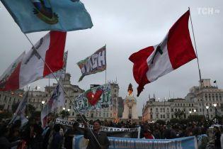 """В Перу на местных выборах баллотируется """"кандидат от народа"""" Гитлер. Ему пытается помешать Ленин"""