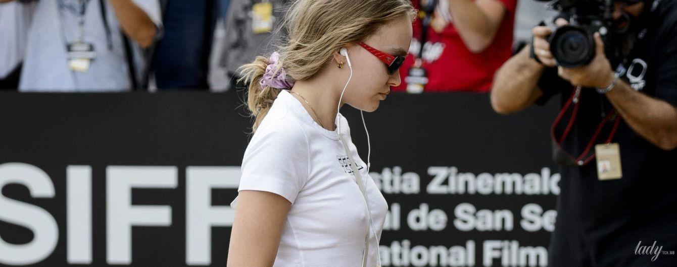 Сверкнула сосками: Лили-Роуз Депп произвела фурор на кинофестивале