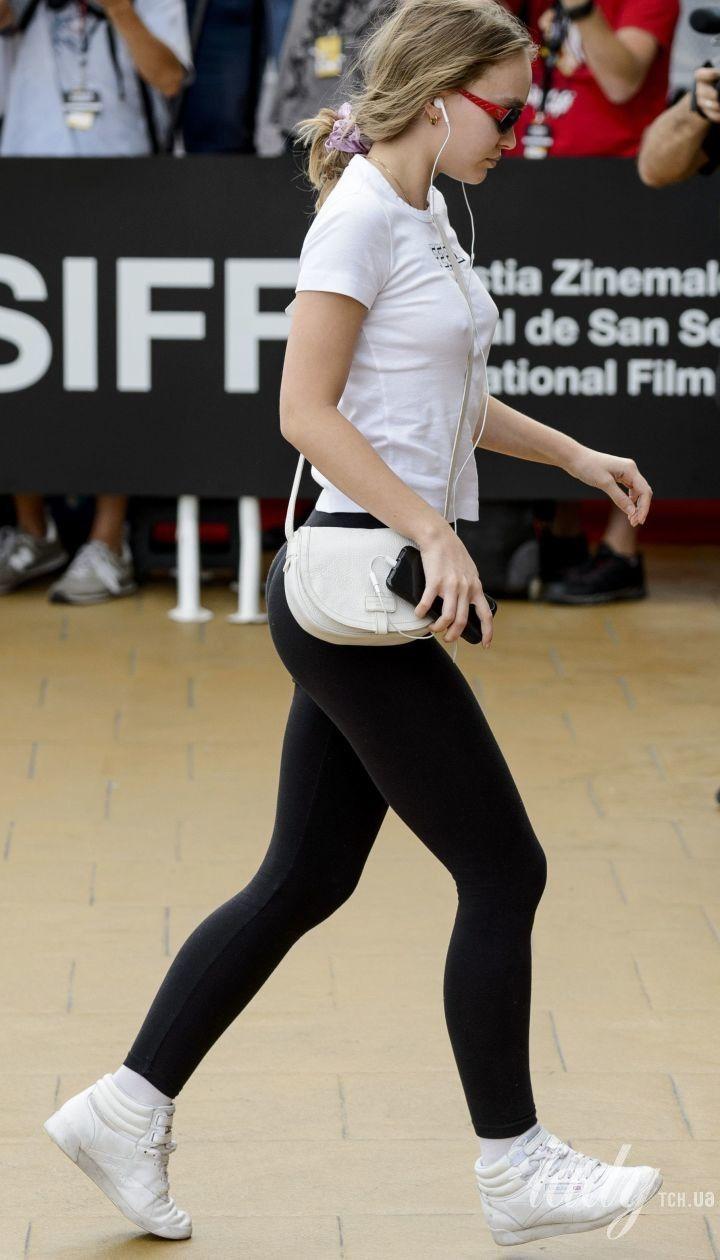 Сверкнула сосками: Лили Роуз-Депп произвела фурор на кинофестивале