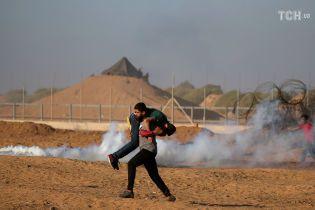 У масових сутичках на кордоні сектору Ґаза загинув палестинець