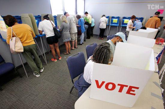 У США почалося дострокове голосування на проміжних виборах до Конгресу