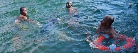 Аварія порома в Танзанії: рятувальники знайшли живу людину після двох днів операції на озері Вікторія