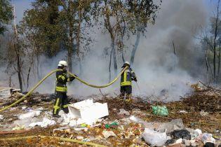 У Києві загорілися Русанівські сади