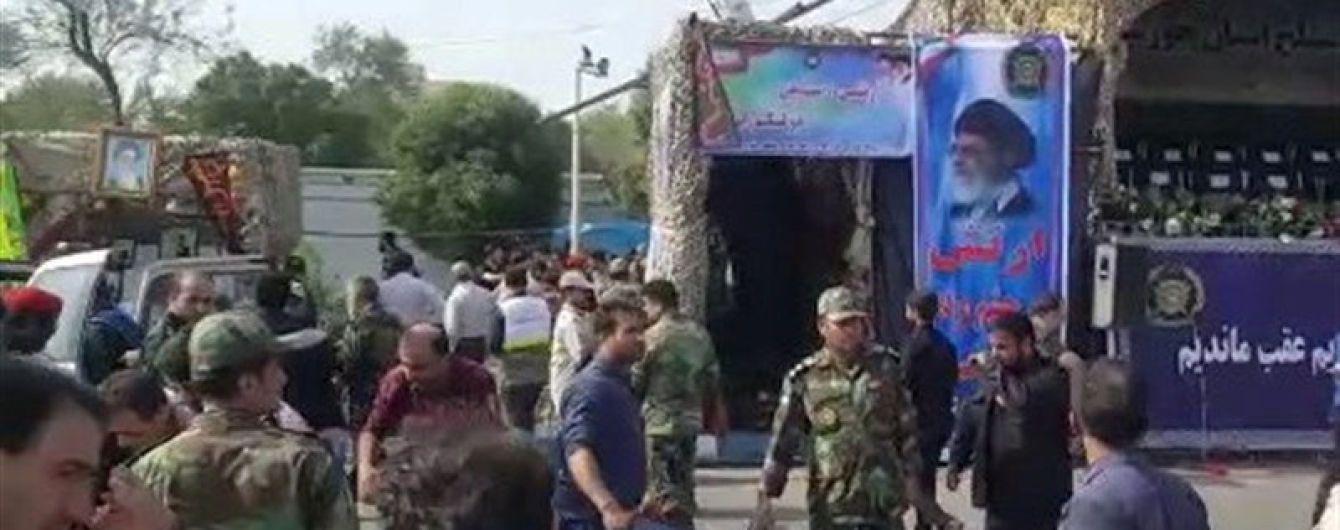 В Мережі опублікували відео розстрілу параду в Ірані