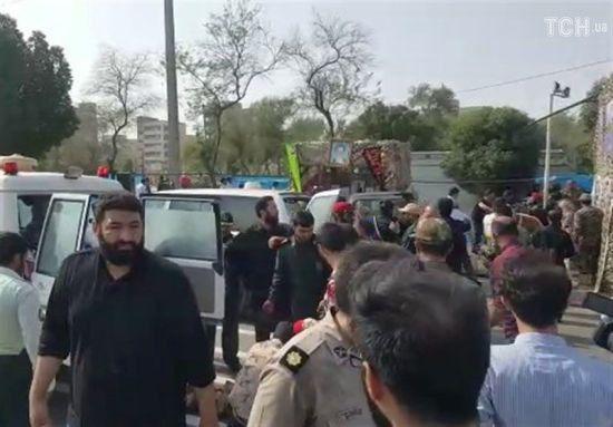 Аятолла Хаменеи связал теракт на иранском параде с США