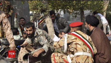 В Иране во время военного парада боевики открыли хаотичную стрельбу