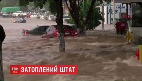 В Мексике бушует мощная стихия, из-за масштабных наводнений есть погибшие