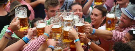 С хорошим настроением и подземным пивопроводом: в Германии открылся Октоберфест