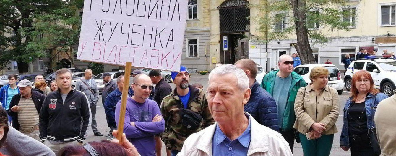 В Одессе начался протест из-за покушения на активиста Михайлика