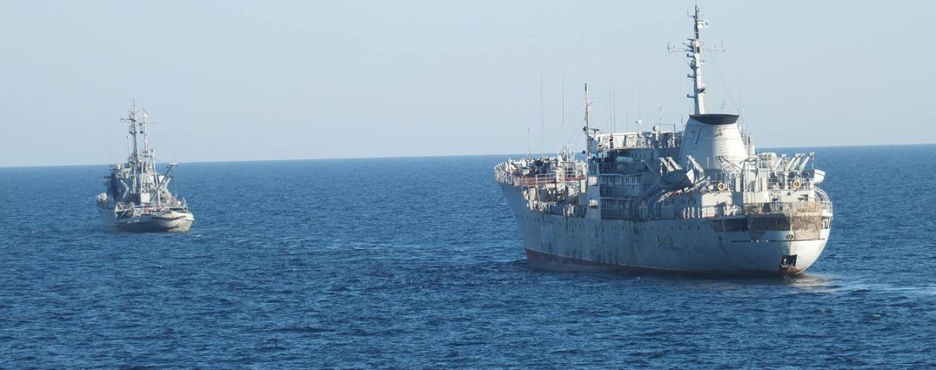 Появилось видео провокаций российского катера против украинских кораблей в Азовском море