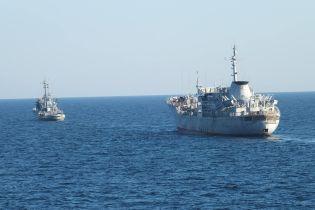 З'явилося відео провокацій російського катера проти українських кораблів в Азовському морі