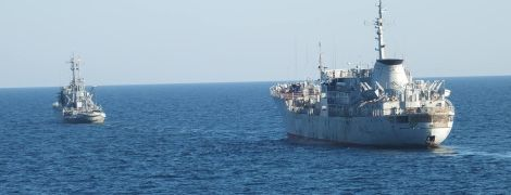 Украинские корабли ВМС прошли под Крымским мостом - СМИ
