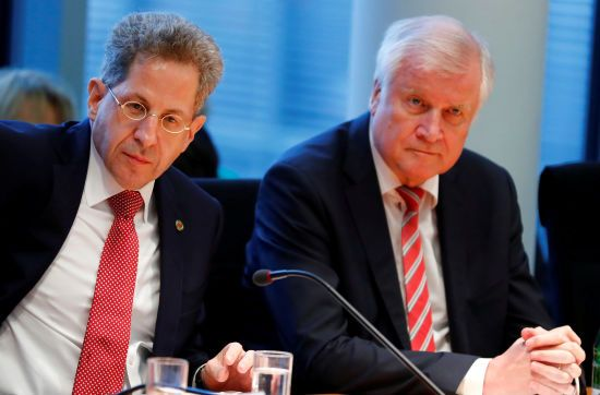 Розкол в уряді Меркель: голова МВС Німеччини відмовився звільняти очільника контррозвідки