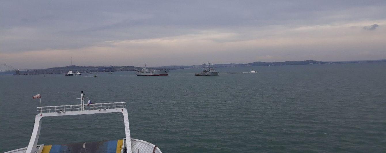 В Сети появилось видео прохождения украинских военных кораблей под Крымским мостом
