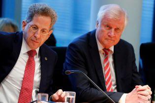 Раскол в правительстве Меркель: глава МВД Германии отказался увольнять руководителя контрразведки
