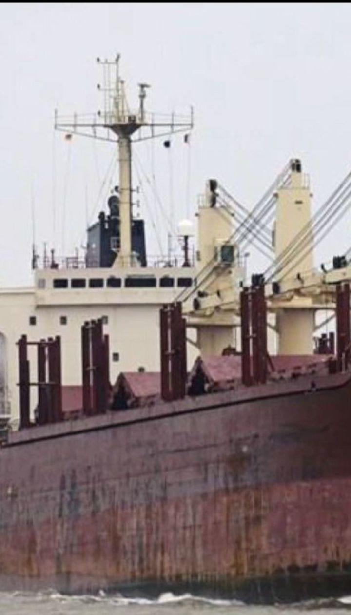 Атака пиратов - в Нигерии похитили членов экипажа швейцарского суда