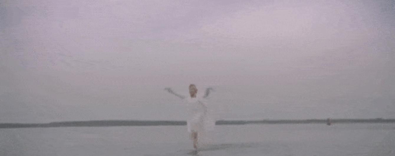 Максимально хворий чувак: Іван Дорн втопився у пустому басейні в новому кліпі