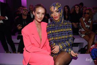 Розі без білизни, а Рита Ора в ефектному міні: зірки на показі Versace