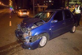 У Києві п'яна жінка на Lanos протаранила авто і в'їхала в церкву