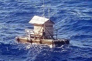 Индонезийский парень прожил 49 дней в плавучей хижине среди открытого океана