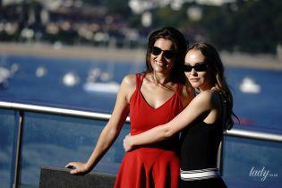 Летиція Каста та Лілі-Роуз Депп в гарних вбраннях представили спільний фільм