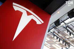 """В Tesla виявили """"дірки"""" в сервісній мережі"""