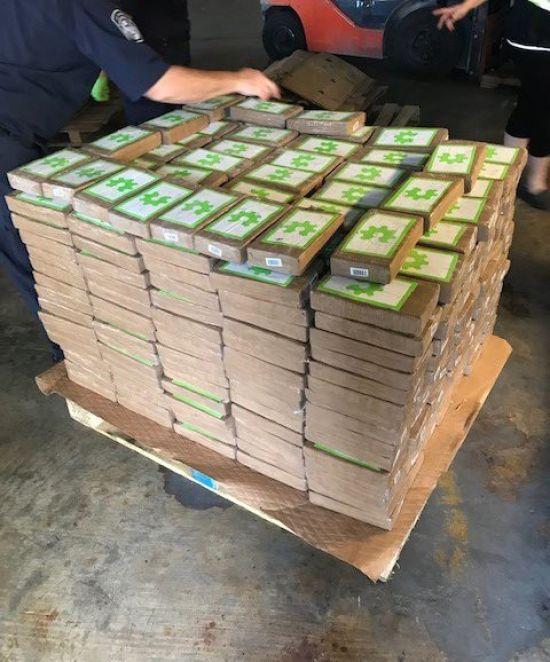 На Багамах у покинутих ящиках з бананами виявили кокаїн на 18 мільйонів доларів