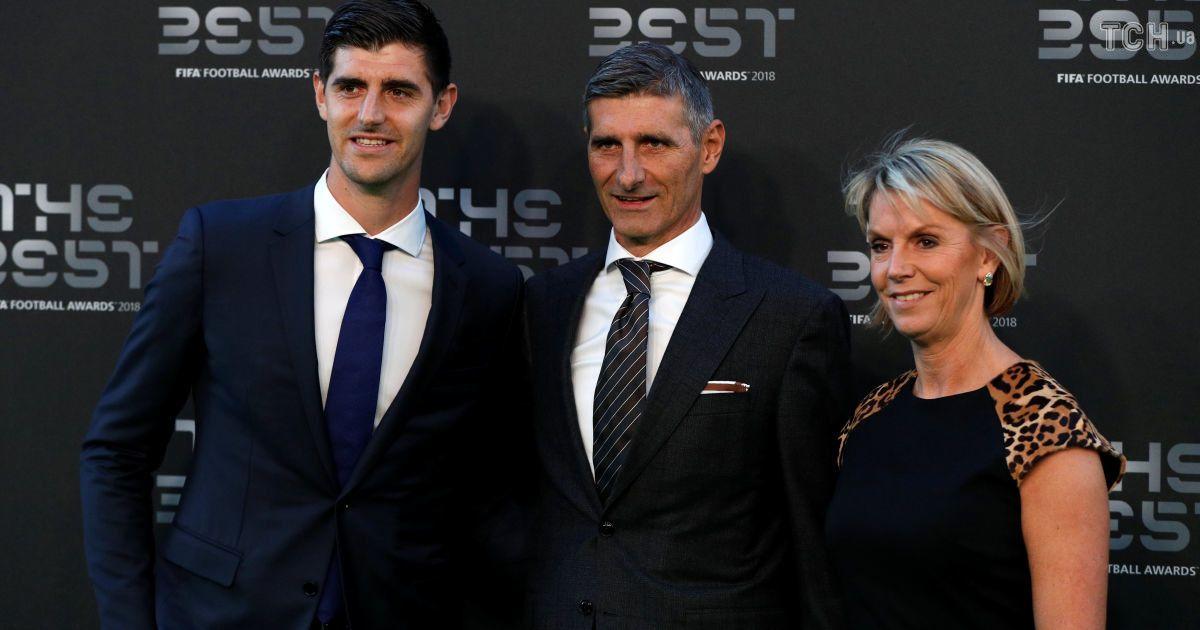 """Голкіпер """"Реала"""" Тібо Куртуа з татом та мамою"""