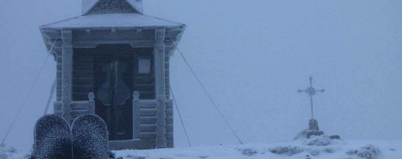 Покрив снігу в Карпатах сягнув вже півметра